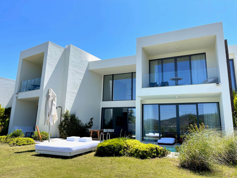 Susona 3 bedroom villa which can be one bedroom suites
