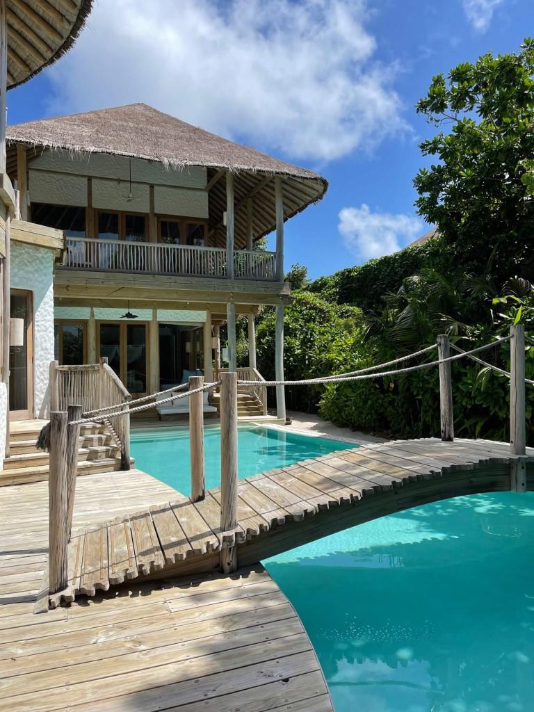5 bedroom villa with bridge