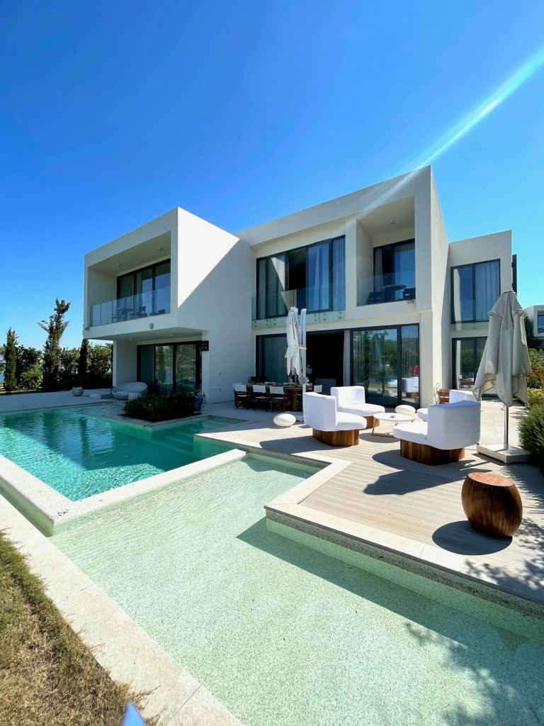 Seven bedroom villa at Susona