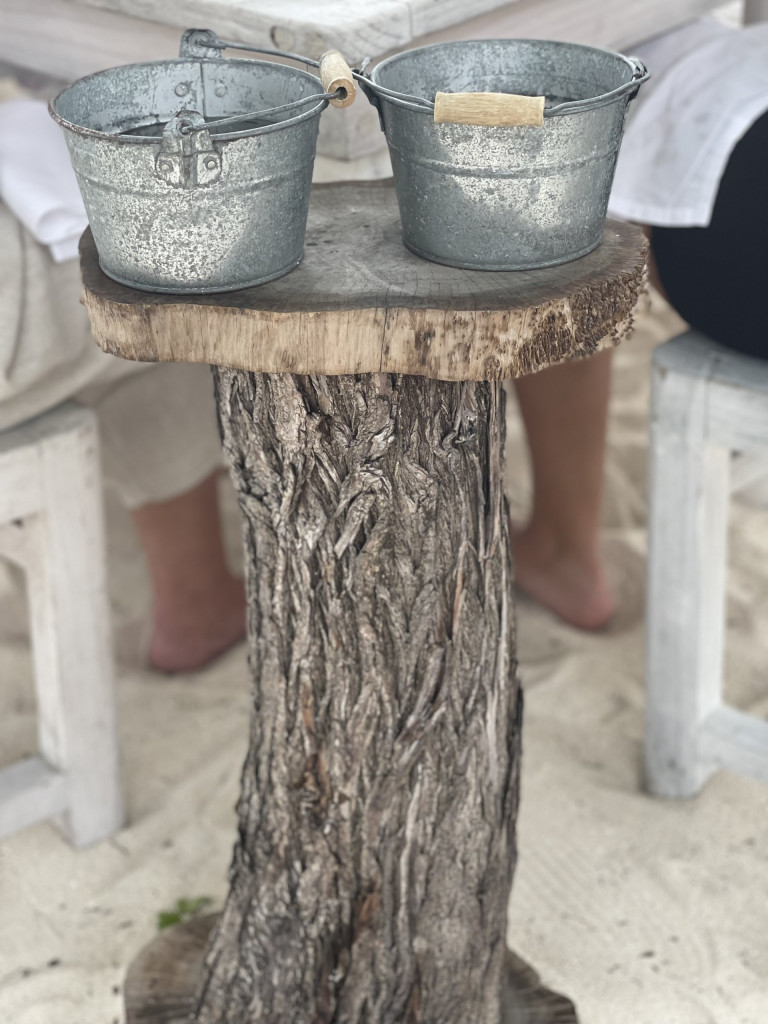 The perfect wash bucket stand at Crab Shack