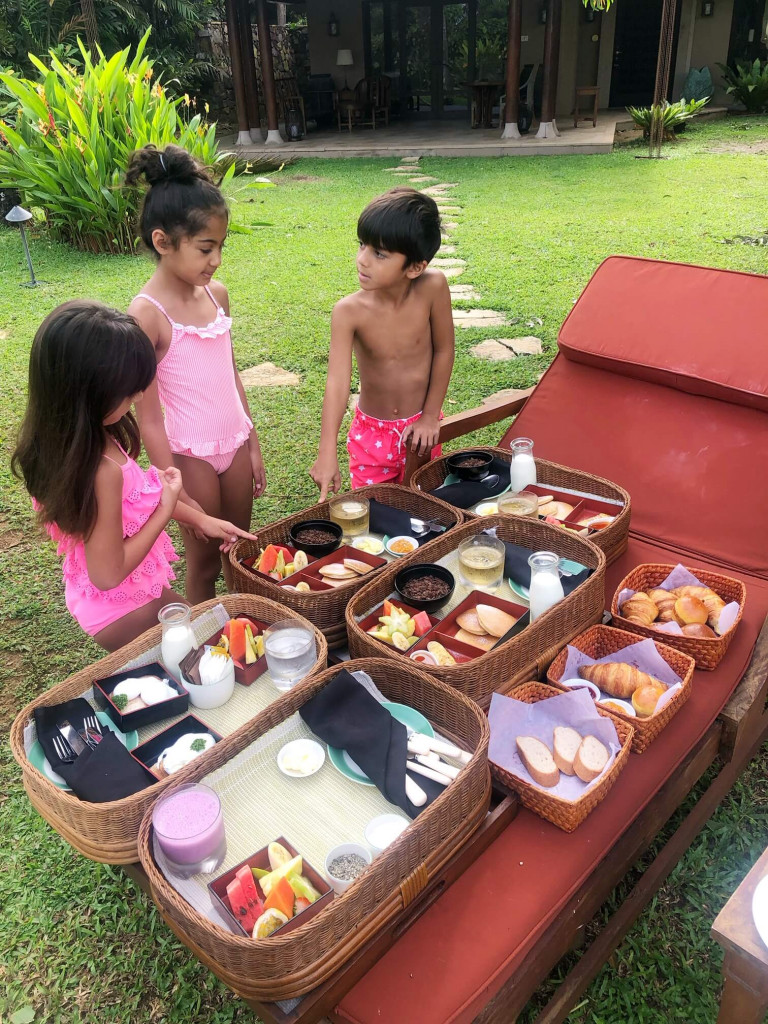 Kids checking out breakfast